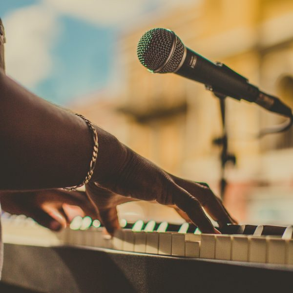 person-playing-the-piano-2927080